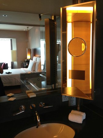 Hilton Kuala Lumpur : Foto Kamar dan Kamar Mandi