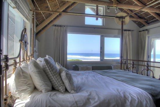 Cape St Francis Resort : Sea facing room in luxury villas