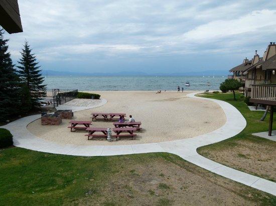 Tahoe Lakeshore Lodge and Spa: Vue de la chambre