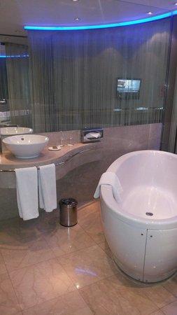 Grand Ankara Hotel Convention Center: Ante sala do banheiro.