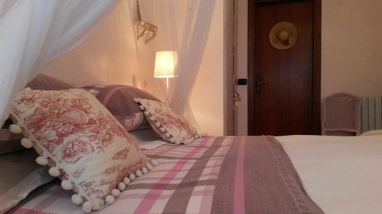B&B Le Camelie del Bosco : Camera da letto