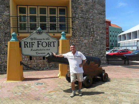 Riffort Village : Cañones