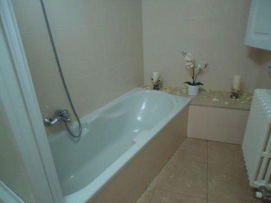 Bagno Romantico Foto : Bagno con vasca e atmosfera romantica picture of mirage bed