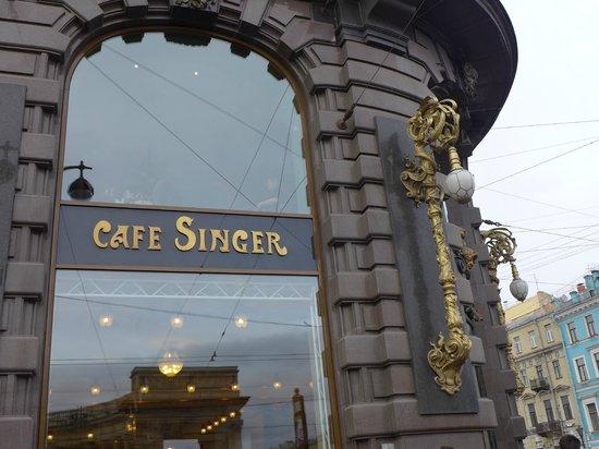 Singer Cafe : Café / outside