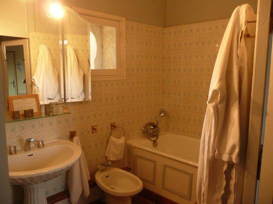 Chateau d'Arpaillargues: La salle de bain