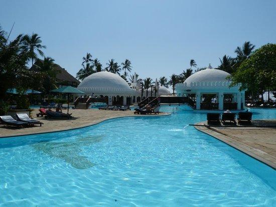 Southern Palms Beach Resort : Ein Teil der großen Poolanlage