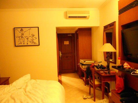 The Vira Bali Hotel : looking back at door in room