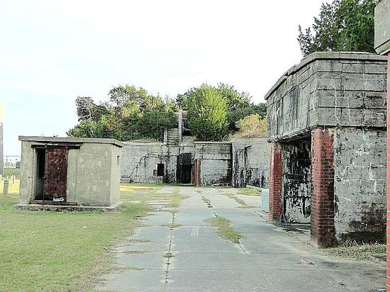 Fort Caswell: outside view