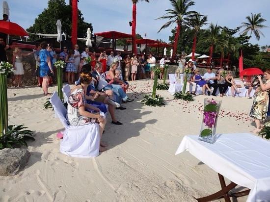 Beach Republic The Residences : wedding set up on the beach