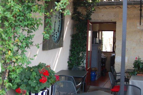 Hostellerie Provencale : Terrasse du restaurant