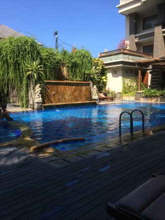 The Vira Bali Boutique Hotel & Suite: pool area