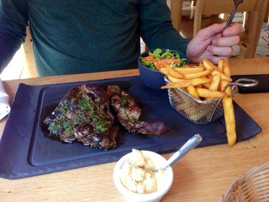 Bio & Co la Table: Foie d'agneau au pesto avec frites et salade