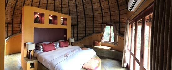 Hoyo-Hoyo Safari Lodge: Photo de la chambre dans la hutte