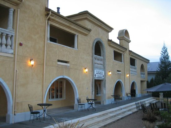 Best Western Dry Creek Inn: interesting architecture
