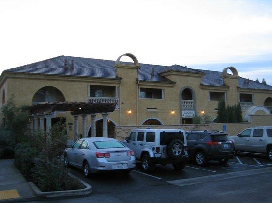 Best Western Dry Creek Inn: walk up to the breakfast area