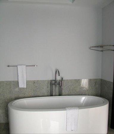 Hilton Moorea Lagoon Resort U0026 Spa: Soaking Tub In Master Bath Of The Garden  Villa