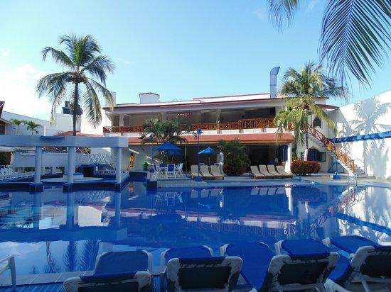 Sol Caribe San Andres: La pileta a las 8 am
