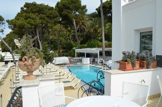 La Scalinatella : Vista da piscina do hotel