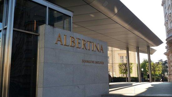 Albertina: Сам комплекс тоже красиво выполнен