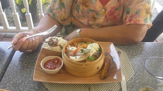 Elegance Cafe : Steamed mahi mahi with veggies