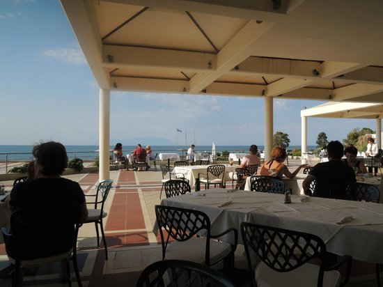 Thraki Palace Hotel & Conference Center: Morning breakfast on the restaurant terrase