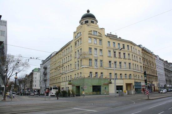 Hotel Mozart: Street View