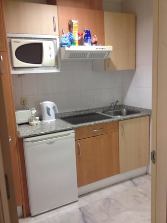 Holiday Village: Kitchen. Only 1 cup for 4 people and watch out for bleach left in kettle : / I didn't realise ti