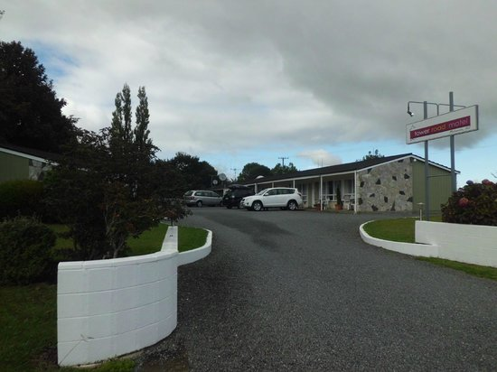 Tower Road Motel: Front Entrance
