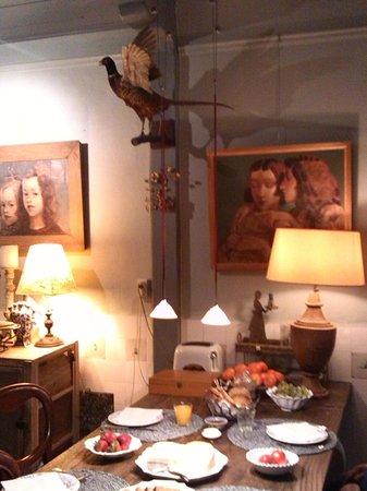 B&B Herengracht 21: saletta colazione