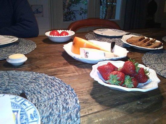 B&B Herengracht 21: ricca colazione Amsterdam