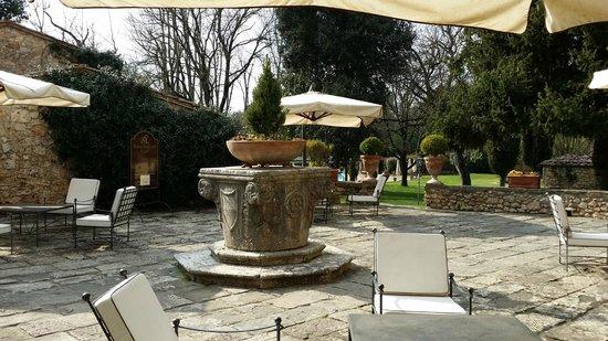 Borgo San Luigi: Borgo e giardino