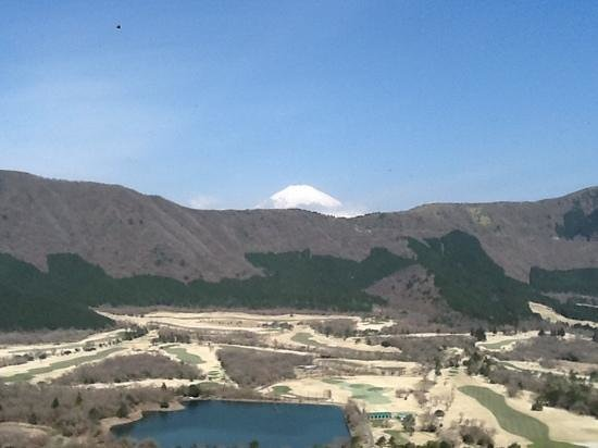 Palace Hotel Hakone: view of Mt Fuji and golf course from our room window