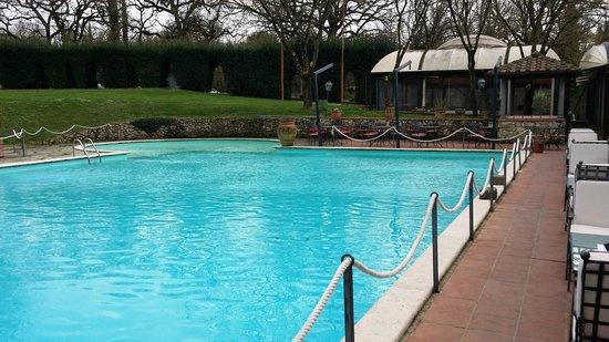 Borgo San Luigi: la piscina