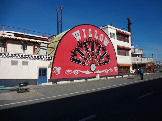 Benalmadena Puerto Marina : Nostalgie. Raddampfer a la Missisippi