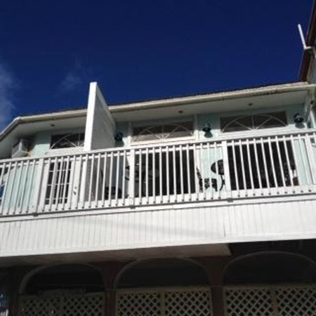 Cruz Bay Boutique Hotel: what you see from street level