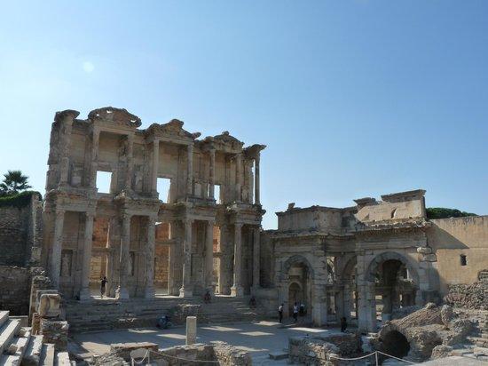 Vieille ville d'Éphèse : bibliothèque de Celsus