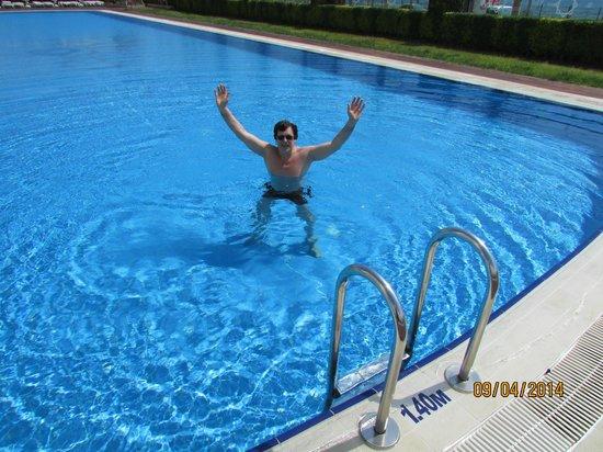 Crowne Plaza Hotel Antalya: Бассейн в отеле