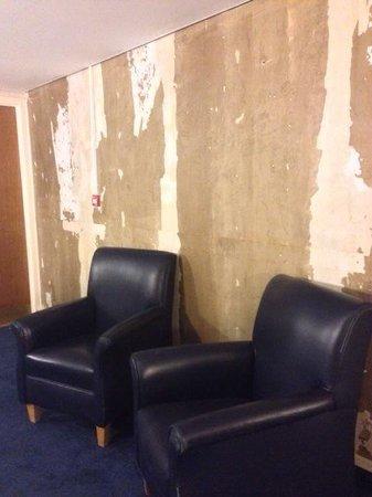 "Hilton London Gatwick Airport: Nice amenities such as ""wallpaper free"" hallways...."
