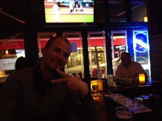 Ashton's Alley Sports Bar : Ashton alley
