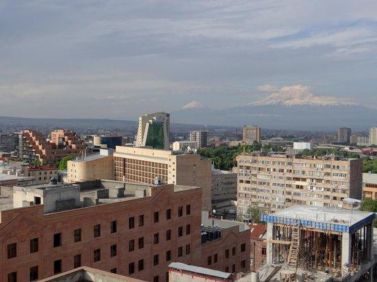 Aussicht von der terrasse morgen 14th floor hotel for 14 floor hotel yerevan
