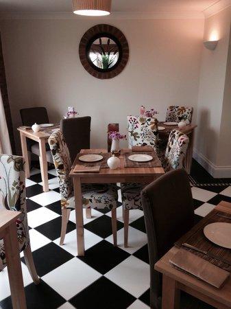 Deighton Lodge: Breakfast room.