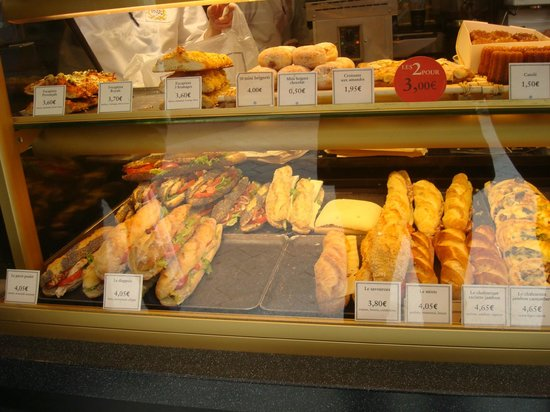 Mercure Rouen Centre Cathedrale Hotel : Nearby Boulagerie/Bakery Paul