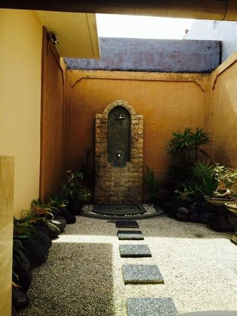 Dura Villas Bali: open air shower