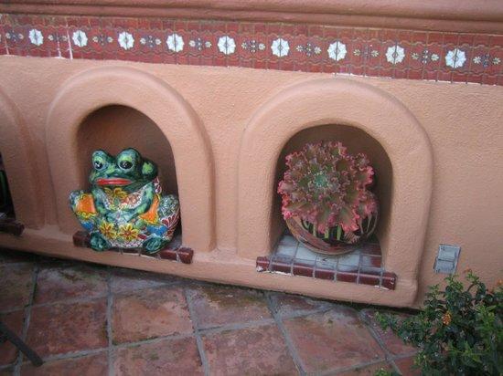 BEST WESTERN PLUS El Rancho Inn : creative exterior decorator
