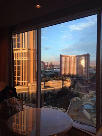 Wynn Las Vegas: Suite 19th floor