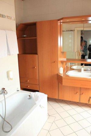 Suite Hotel 200m zum Prater: второй санузел в мансарде