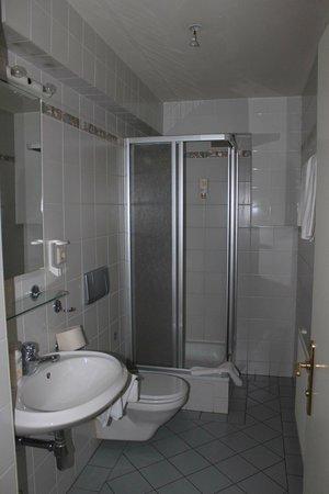 Suite Hotel 200m zum Prater: санузел ни нижнем этаже