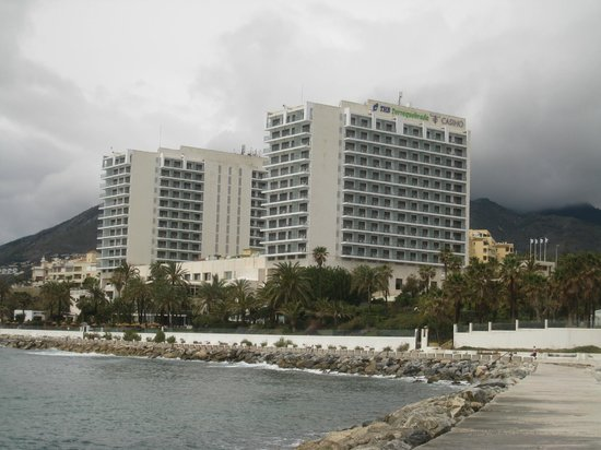 THB Torrequebrada Hotel: Hotel on a dull and grey day!
