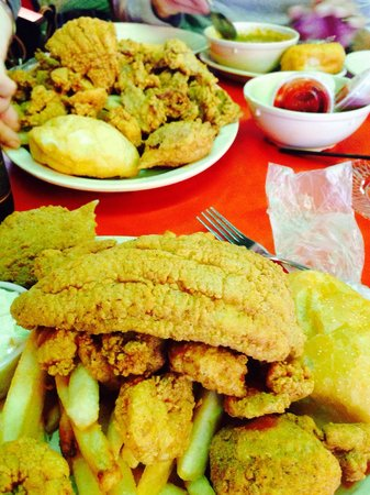 Steamboat Bill's: A plate of fried fish