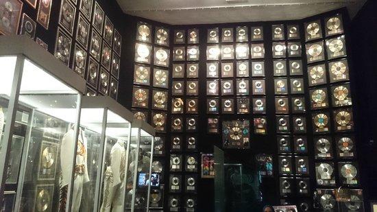 Graceland : Trophy Room